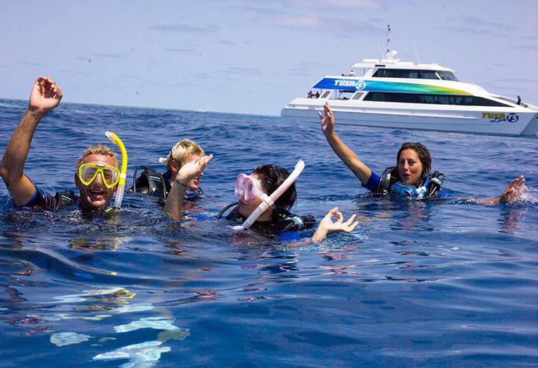 Tusa-Divers-at-surface-1