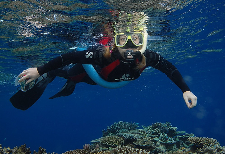 Tusa-Snorkeller-Reef2
